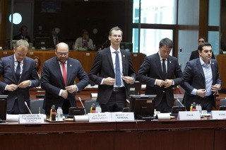 Tusk, Schulz, Corsepius, Renzi and Tsipras respect a minute of silence in Brussels