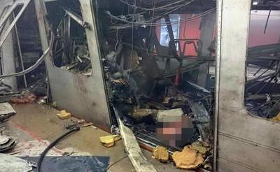 Un vagone della metro sventrato da un'esplosione nella stazione Maelbeek in una immagine ripresa da un autista e pubblicata sul profilo Twitter da Stib, la società di trasporti belga, 22 marzo 2016.   TWITTER +++ATTENZIONE LA FOTO NON PUO? ESSERE PUBBLICATA O RIPRODOTTA SENZA L?AUTORIZZAZIONE DELLA FONTE DI ORIGINE CUI SI RINVIA+++
