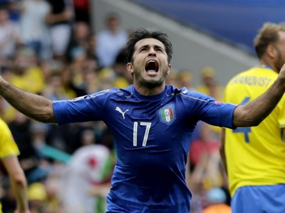 epa05372523 Eder of Italy celebrates scoring the 1-0  during the UEFA EURO 2016 group E preliminary round match between Italy and Sweden at Stade Municipal in Toulouse, France, 17 June 2016.  (RESTRICTIONS APPLY: For editorial news reporting purposes only. Not used for commercial or marketing purposes without prior written approval of UEFA. Images must appear as still images and must not emulate match action video footage. Photographs published in online publications (whether via the Internet or otherwise) shall have an interval of at least 20 seconds between the posting.)  EPA/ARMANDO BABANI   EDITORIAL USE ONLY  EPA/ARMANDO BABANI   EDITORIAL USE ONLY