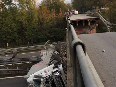 valassina-crolla-viadotto-tir-precipita-sulle-auto-in-transito-58137b2c501155