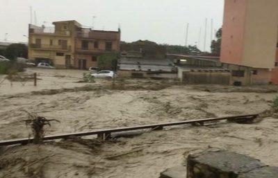 Strade allagate a Sciacca a causa del maltempo che ha colpito l'agrigentino, il 25 novembre 2016. ANSA/