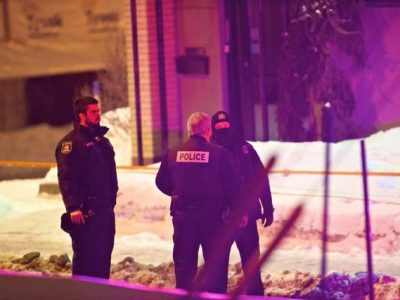 epa05761059 Quebec municipal police officers inspect the scene where two gunmen reportedly opened fire at the Quebec Islamic Cultural Centre in Quebec City, Quebec, Canada, 30 January 2017. According to the police, six people were killed and another eight were wounded in a shooting at a Mosque during evening prayers on 29 January. Two suspects have been taken into custody. Canadian Prime Minister Justin Trudeau described the incident as a 'terrorist attack on Muslims,' media said quoting his statetent.  EPA/ANDRE PICHETTE