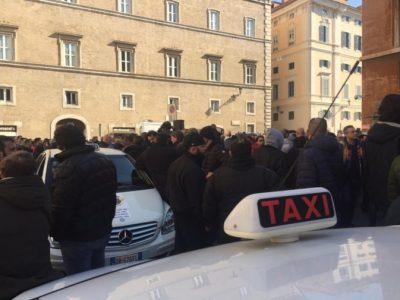 roma_taxi_protesta_adn-jpg_997313609