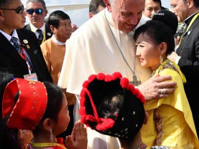 Pope Francis  is welcomed by children dressed in traditional clothes as he arrives at the Yangon International Airport in Yangon, Myanmar, 27 November 2017. Pope Francis' visit in Myanmar and Bangladesh runs from 26 november to 02 December 2017.   ANSA/ETTORE FERRARI