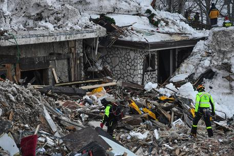 The ruins of Hotel Rigopiano, in a photo of 26 January 2017. The last two bodies of people missing from the avalanche-hit Rigopiano Hotel near the Abruzzo town of Farindola were retrieved by firefighters in the night between Wednesday and Thursday, raising the final death toll from last week's disaster to 29. Eleven survived the disaster. Nine, including all four children at the four-star hotel, were pulled out alive from the rubble and snow by rescue teams. ANSA/ ALESSANDRO DI MEO
