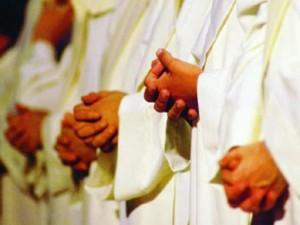 sacerdoti-preghiera-300x225