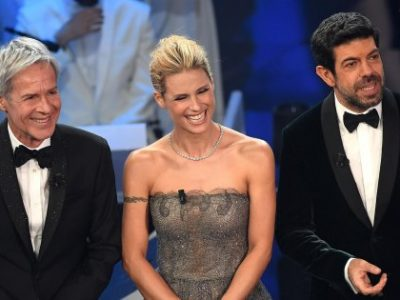 Italian singer and Sanremo Festival artistic director Claudio Baglioni (L), Swiss-Italian TV showgirl Michelle Hunziker (C) and Italian actor Pierfrancesco Favino (R) on stage during the 68th Sanremo Italian Song Festival at the Ariston theatre in Sanremo, Italy, 06 February 2018. The 68th edition of the television song contest runs from 06 to 10 February. ANSA/CLAUDIO ONORATI